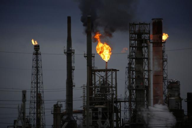 U.S. Gulf Coast Refineries May Cut Output Due to Colonial Outage