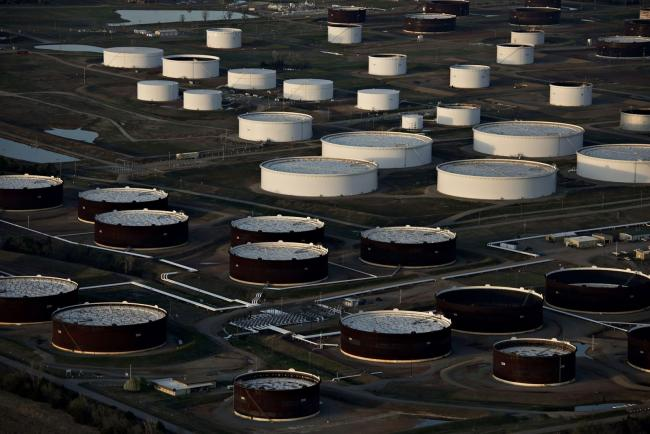 © Bloomberg. Oil storage tanks in Cushing, Oklahoma. Photographer: Daniel Acker/Bloomberg