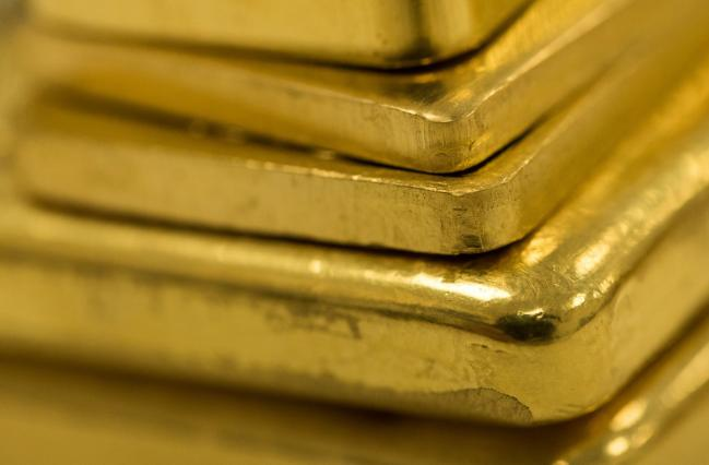 Gold Rises With Dollar's Outlook in Focus After Yellen Weighs In