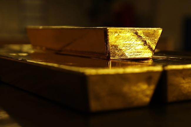 Gold Holds Gain as Investors Look to Stimulus, Weakening Dollar