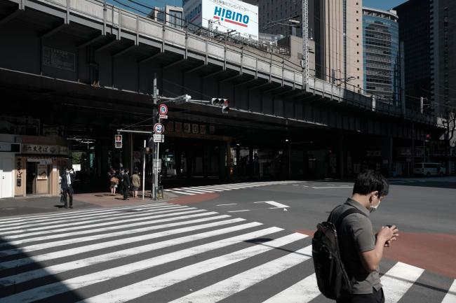 Japan to Keep Tokyo Under Virus Emergency, Lift Osaka Order