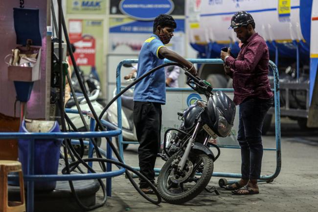 Oil Demand in India Drops as Wave of Virus Convulses Nation