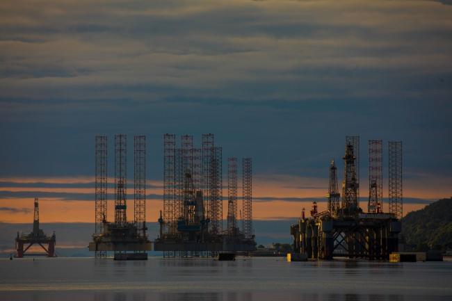 Brent Oil Advances as Upbeat Economic Data Offsets Surging Cases