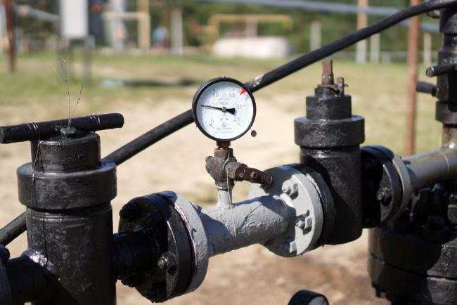 © Bloomberg. A gas meter gauge stands at the oil and gas field processing and drilling site operated by Ukrnafta PJSC in Boryslav, Lviv region, Ukraine, on Thursday, July 4, 2019. Ukrnafta co-owner, Naftogaz JSC, the largest gas supplier in the country of 42 million people, is seeking funds to accelerate gas purchases ahead of the heating season and a potential disruption of gas transit by Russia's Gazprom PJSC from the start of 2020. Photographer: Vincent Mundy/Bloomberg