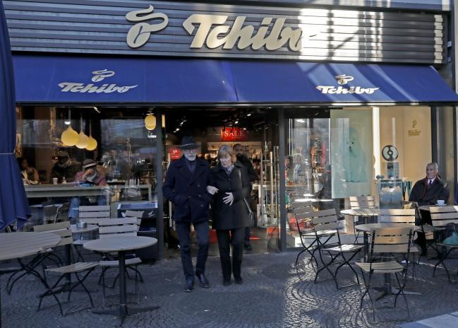 European Coffee Giant Targets Starbucks, Peet's in U.S. Foray